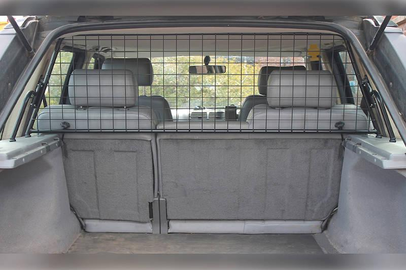 Safari Engineering Land Rover Specialist Hampshire Half Height Grey Mesh Type Dog Guard To fit Range Rover P38 – Britpart STC8524