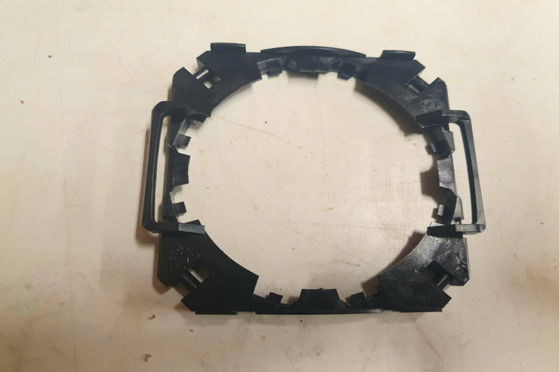 Safari Engineering Land Rover Specialist Hampshire Eversley – Door Mirror Glass Retainer Clip to fit Discovery 1 Discovery 2 & Range Rover Classic - STC4625