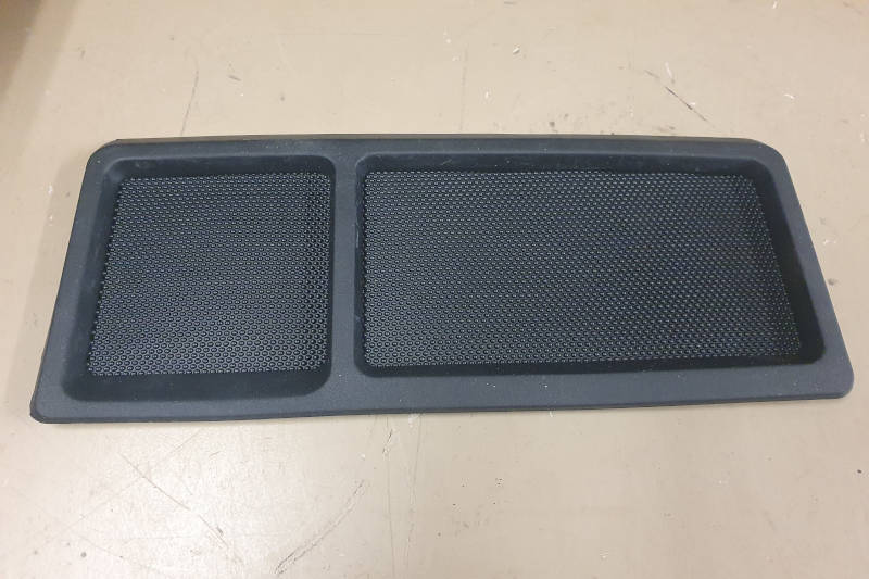 Safari Engineering Land Rover Specialist Hampshire Eversley – Rubber Facia Mat to fit Range Rover P38 - BTR7018