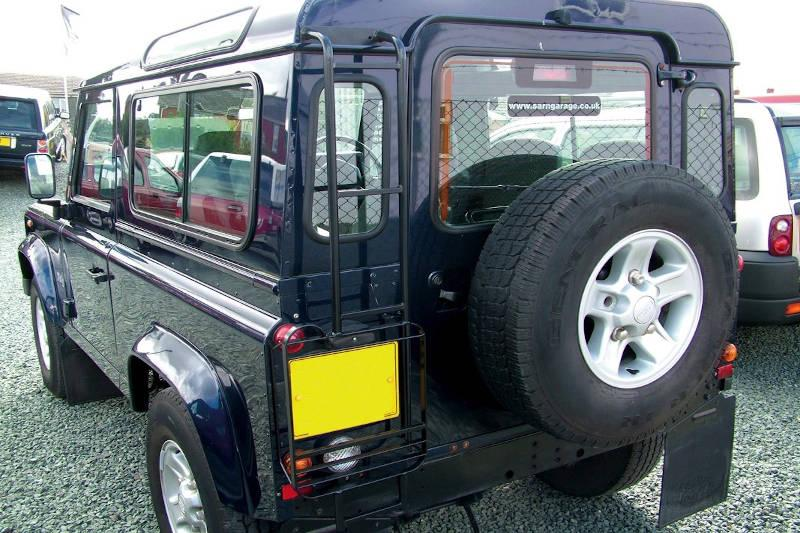 Safari Engineering Land Rover Specialist Hampshire Black Roof Access Ladder to fit Defender 90 & Defender 110 – Britpart STC50417