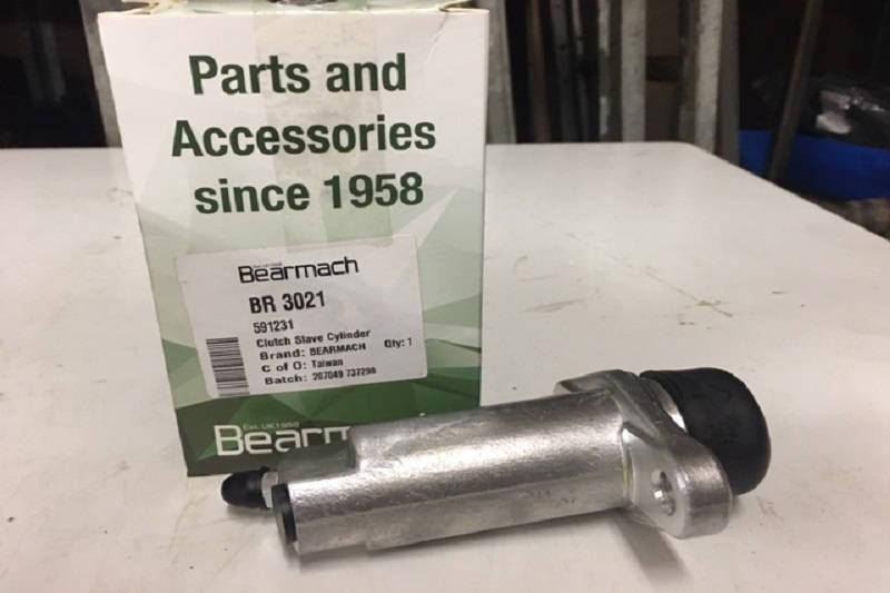 Safari Engineering Land Rover Specialist Hampshire -  Clutch Slave Cylinder - Fits Land Rover Series 3 - Defender 90 & Defender 110 - Bearmach BR3021