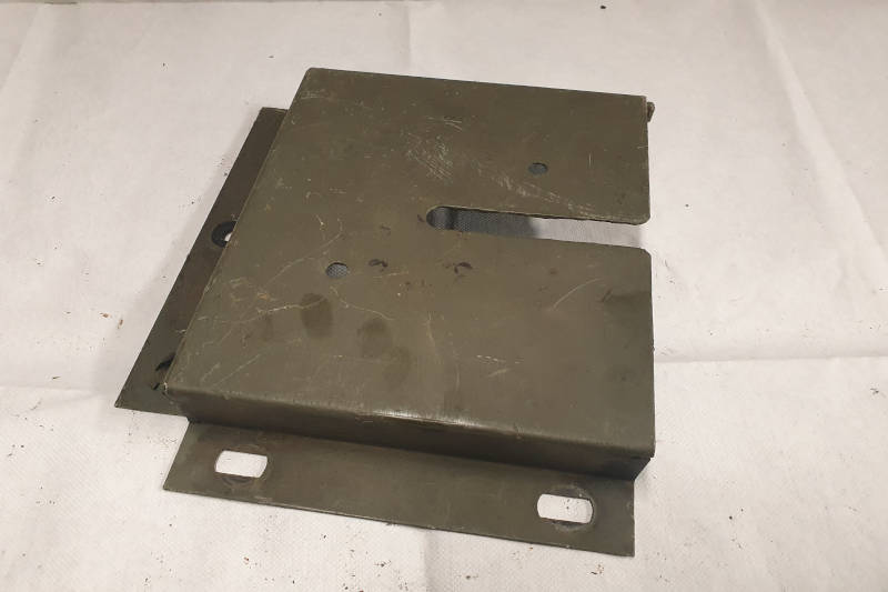Safari Engineering Land Rover Specialist Hampshire Eversley – Original Military Wing Box Mounting Bracket Defender & Land Rover Wolf FFR - RRC8359