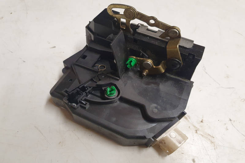 Safari Engineering Land Rover Specialist Hampshire Eversley – Lock Latch Assembly To Fit Land Rover Discovery 2 Nearside Rear Only - FQM100710