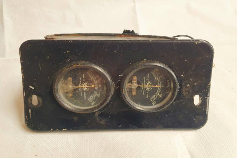 Safari Engineering Land Rover Specialist Hampshire Eversley – Genuine Auxiliary Gauge Panel CAV 0 - 100 Amps FFR - Land Rover Military - PRC2619