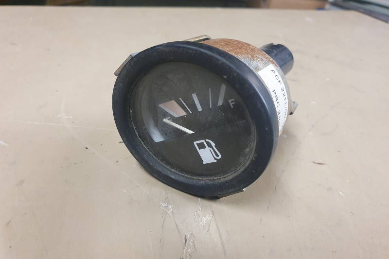 Safari Engineering Land Rover Specialist Hampshire Eversley – Land Rover Fuel Gauge To Fit Land Rover Defender - PRC3107