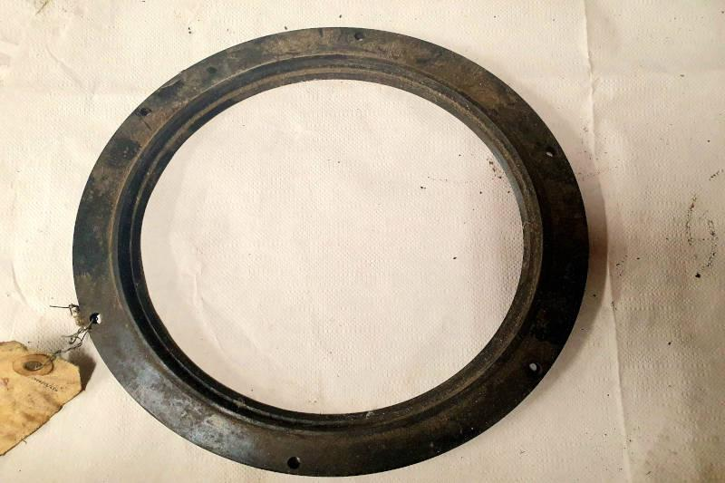 Safari Engineering Land Rover Specialist Hampshire – Second Hand Oil Seal For Swivel Housing Land Rover 101 Forward Control Part Number 593688
