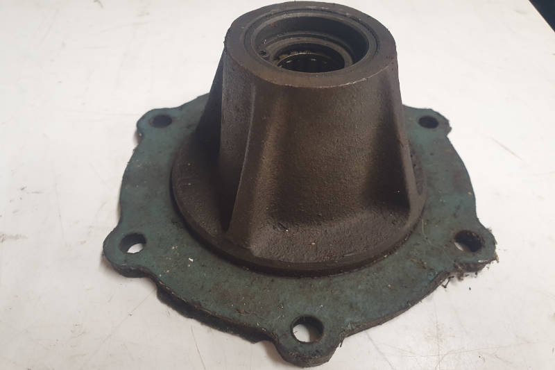 Safari Engineering Land Rover Specialist Hampshire Eversley – Gearbox Rear Mainshaft Bearing Housing Land Rover Series 4 Cylinder & 6 Cylinder 533731